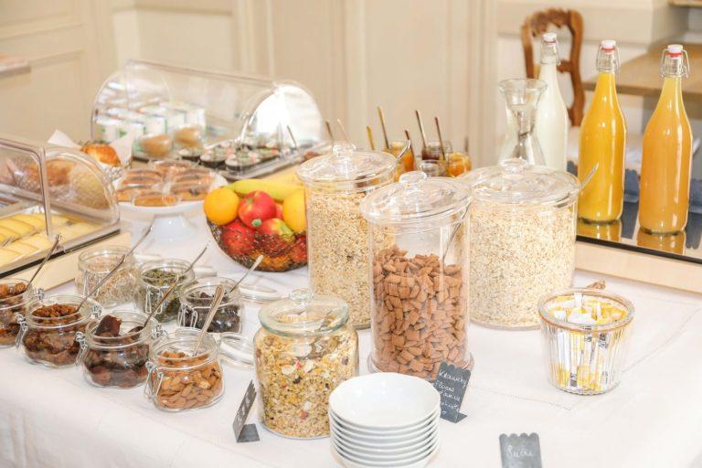 Nous vous proposons un petit déjeuner sous forme de buffet.